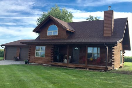 Cozy Log Home - South Amana - Maison