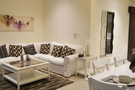 2 Bed, Stylish and Modern Kuwait City Apartment - Apartment