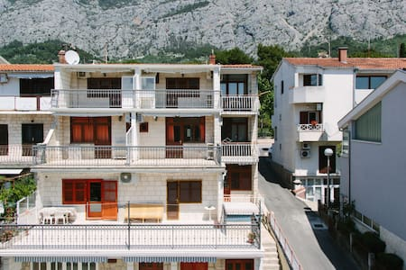 Villa Sandra - Private Apartment for 2 - Makarska - Casa