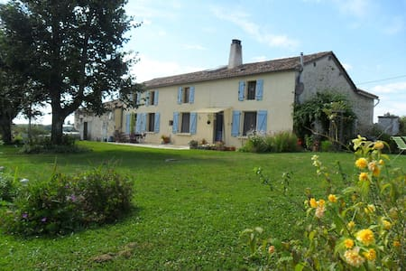 Chambre pres de Villebois-Lavalette - Charente