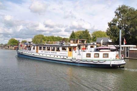 Cabin 3 onboard Passengership Ahoy - Utrecht - Bed & Breakfast