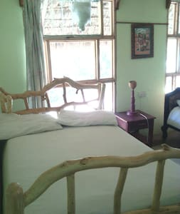 Lake Elementaita Double cottage - Bed & Breakfast