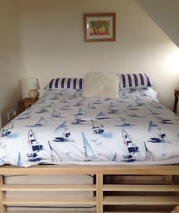 Family loft room, sleeps 4 - Charmouth