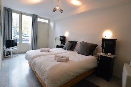 Gorgeous, bright and spacious canalhouse apartment - Amsterdam - Apartemen