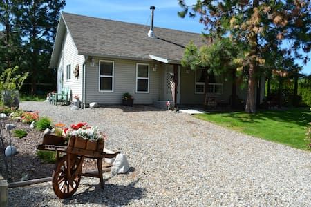 Charming 2 bed Carriage House with private garden - Ev