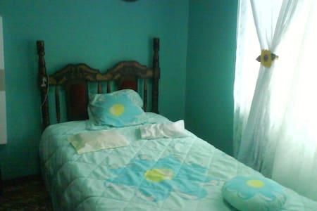 Alquilo cuarto de casa\ Rent a room