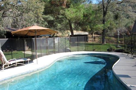 Elegant Architectural Cabin w/Pool - Hus
