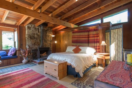 Carmel Highlands Dream Cottage - キャビン
