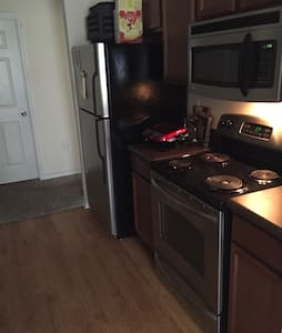 Located Minutes Near Everything! - Beaumont - Huoneisto