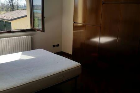 Luminoso trilocale box e posto auto - Lombardia, IT - Apartment