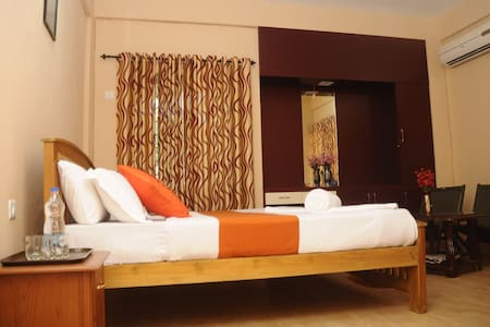 Misty woods serviced villa near Edakkal cave - Villa