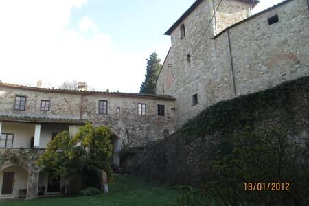 Ancient Castle in Chianti - Montefiridolfi - Talo