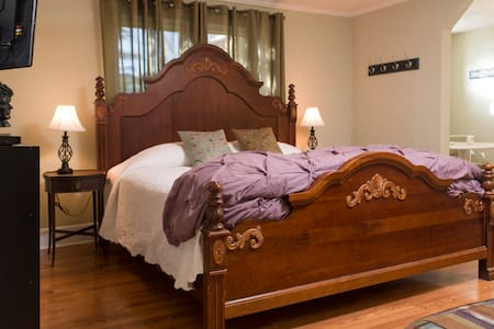Your Brevard Bedroom-Walk to Town! - Brevard - Casa