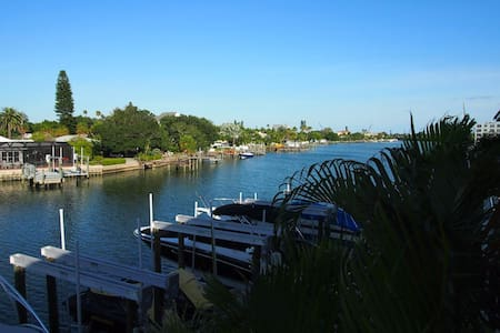 Nice Waterfront Condo Steps 2 Beach - Condominium
