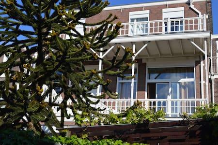 Bedrooms or apartments for rent - Rijswijk - Bed & Breakfast