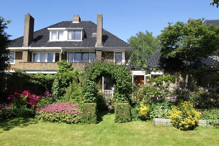 CLASSIC HOME: OASIS NEAR AMSTERDAM - House