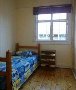 a private room near rail station - Maison