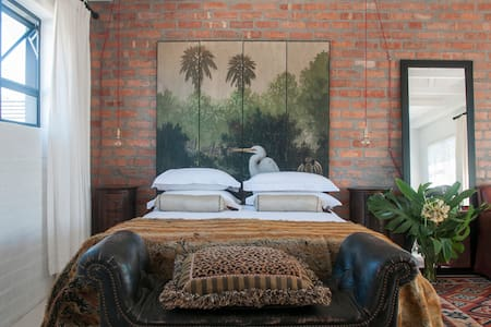 CAPE TOWN Spacious Modern, Vacation Rental Comfort - Lejlighed