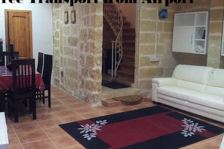 5 minutes away from airport ! - Luqa - Haus