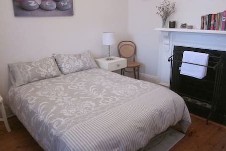 Light and airy room in Leichhardt - Leichhardt - Casa
