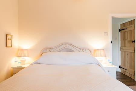 Double ensuite in lovely B&B - Malpas
