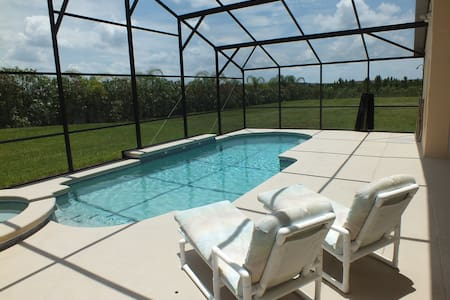 Private 4 bed villa with 30' pool - Orlando