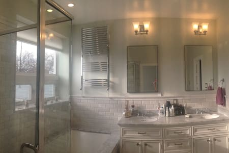Private suite in renovated rowhouse