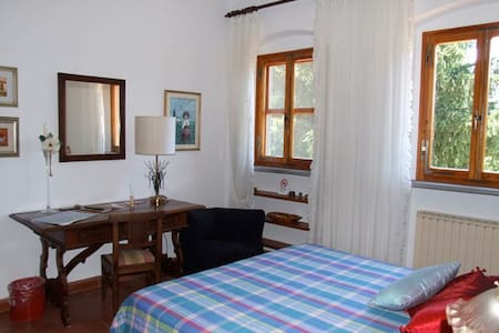 Cosy room with big living room - Borgo San Lorenzo - Bed & Breakfast