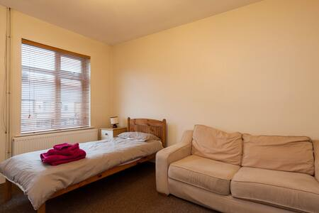 Spacious double room close to the town centre. Room has a single bed,  sofa, TV and shelves. Shared bathroom and kitchen with one other person (me). Only suitable for cat lovers. Meals available at extra cost.