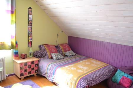 Chambres privées dans une maison. - House