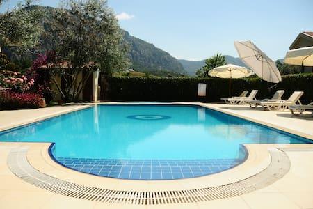 Private 1+1 Room ,B&B,Pool,WIFI - Bed & Breakfast