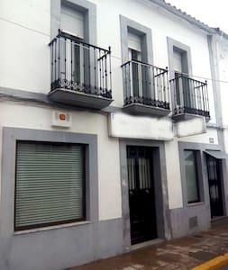 Casa de Pueblo 4 hab. - 7 PAX - Cardeña - House