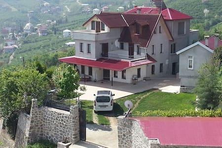 Bahceli. Doga manzarali villa - Yeşiltepe Köyü - Maison