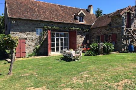 Ruime kamer in een Franse boerderij - Bed & Breakfast