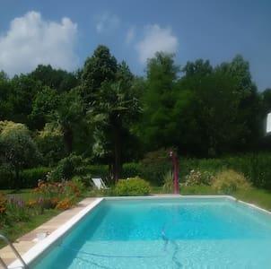 MERATE - Stanza privata con bagno - piscina - Casa
