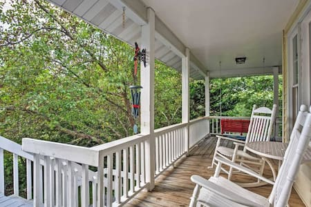 3BR Fairview Cottage w/Scenic Private Patio! - Fairview