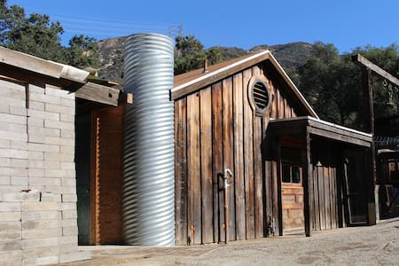 Studio on historic Zorthian Ranch - Altadena - Hus