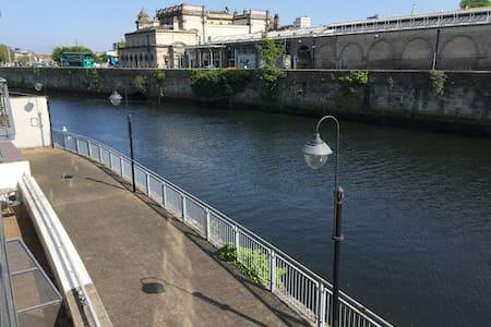 Waterfront Apartment City Centre -(Apt A) -Parking - Dublin - Apartamento