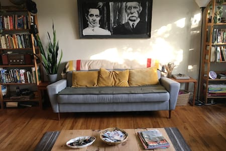 Spacious apartment in great Oakland neighborhood - Apartment