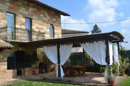 Family rooms in Monferrato hills - Castelletto Merli - Villa