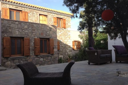 Renovated stone house - Eresos - House