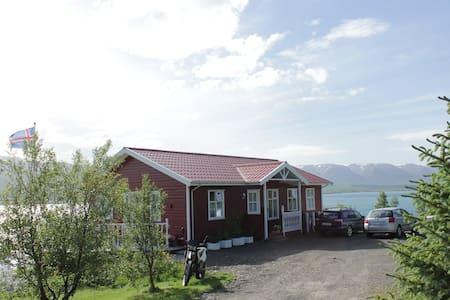 Bed and breakfast by the sea B - Akureyri - Bed & Breakfast