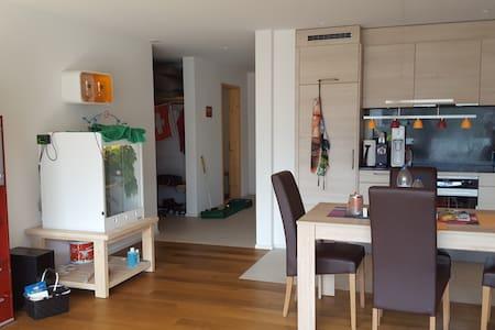 Große helle 85qm Wohnung mit Balkon und 2 Bädern - Wohnung