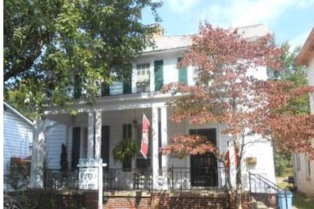Stylish Historic Home for Rent - Nelsonville - Casa