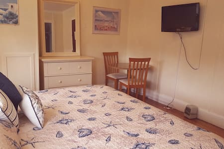 Great location with Game Room & Outdoor Pool - Penzion (B&B)
