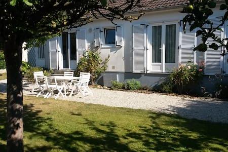 Maison avec jardin à deux pas de la plage - Dům