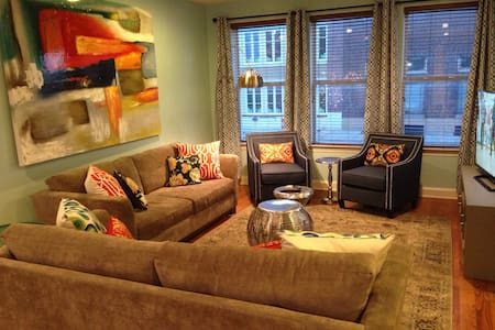 4 STORY townhome, 3 blocks to BEALE - Memphis - House