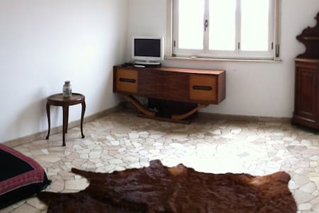 room in elegant apartment central - Milano - Apartment