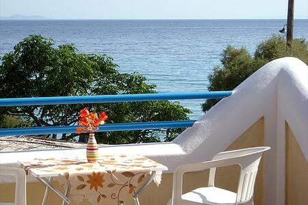 Sea front  Oasis studios in Samos  - Jordhus