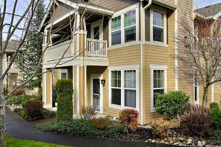 Private townhome condo sleeps 6 - DuPont - Apartamento